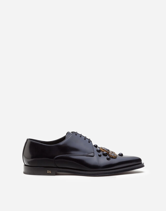 Derby in antik calfskin with embroidered studs and bezels in BLACK