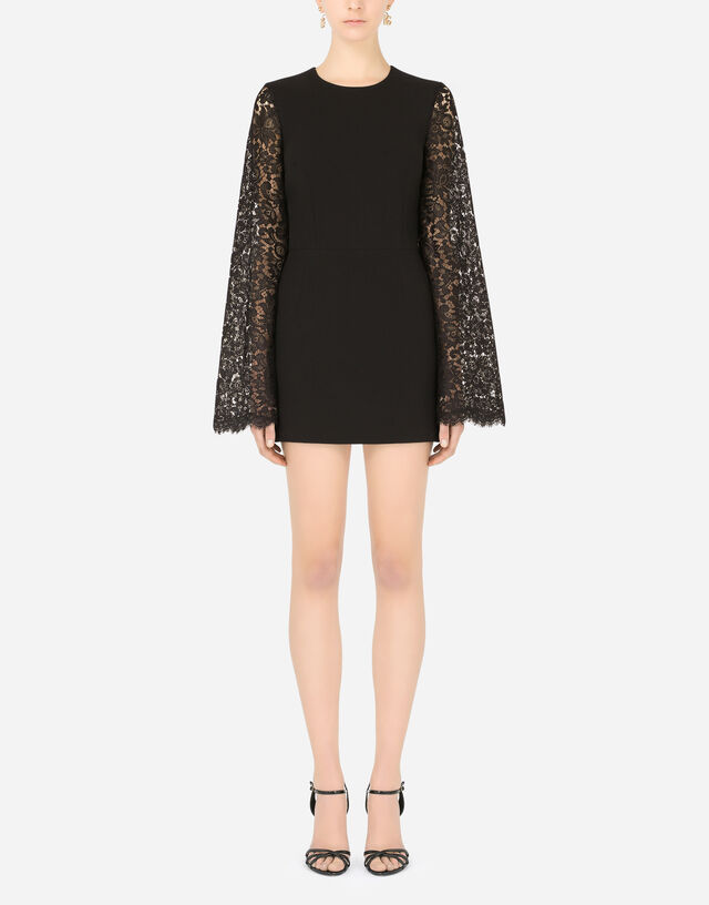 Short cady sleeves with lace sleeves in Black